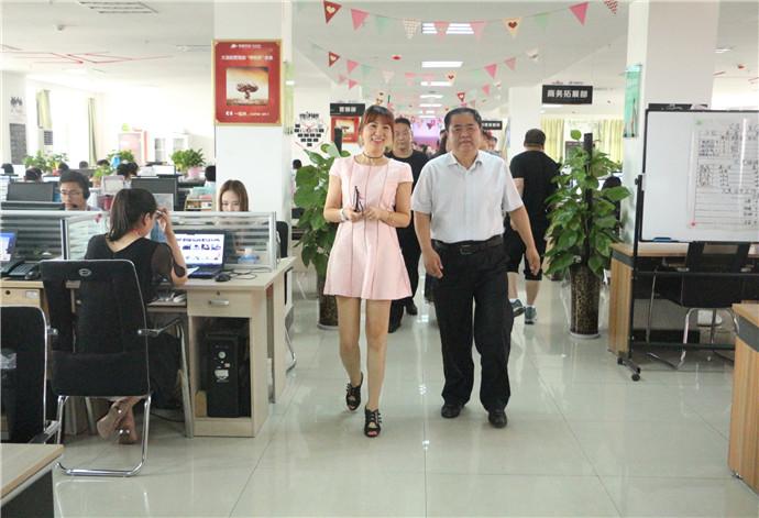 热烈欢迎洛阳市政协委员一行领导莅临洛阳青峰网络科技有限公司参观指导